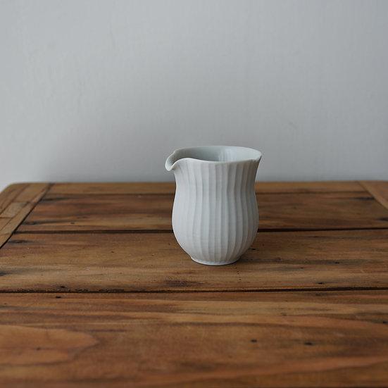 小林千恵 白磁ギザギザ茶海10 | White porcelain tea pitcher by Chie Kobayashi