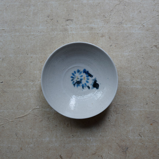 White porcelain dish 02 by Tomoya Numata | 沼田智也 白磁三寸皿 02