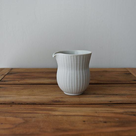 小林千恵 白磁ギザギザ茶海01   White porcelain tea pitcher by Chie Kobayashi