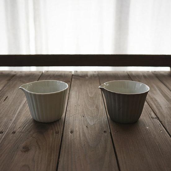 Tea pitcher by Yuichi Murakami | 村上雄一 白磁・シャンパンゴールド茶海