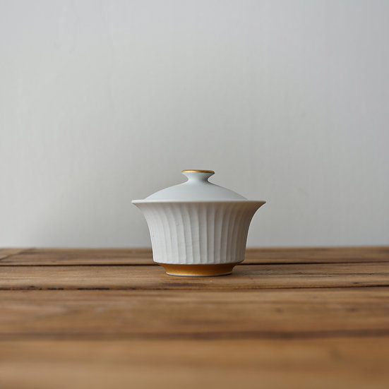 小林千恵 白磁金彩蓋碗15 | White porcelain gaiwan by Chie Kobayashi