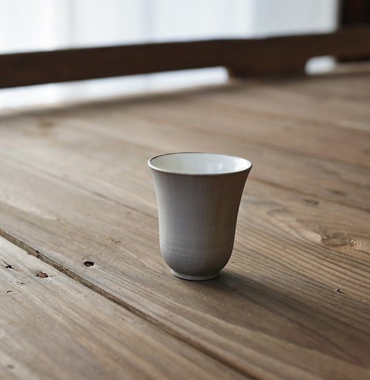 Champagne gold teacup (tall) by Yuichi Murakami | 村上雄一シャンパンゴールド茶杯 聞香杯