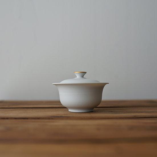 小林千恵 白磁金彩蓋碗06 | White porcelain gaiwan by Chie Kobayashi