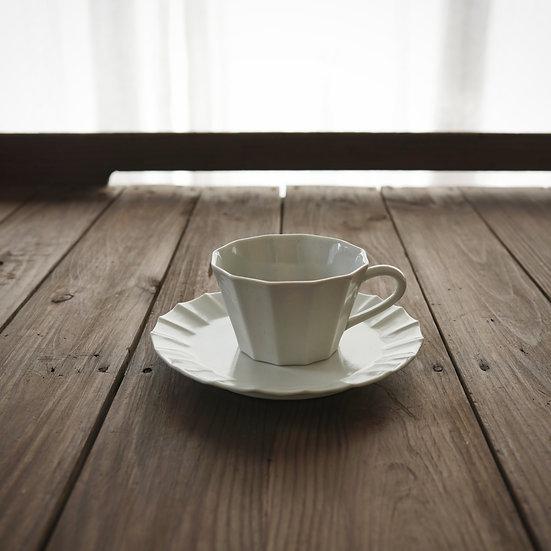 12 sides teacup set by Yuichi Murakami   村上雄一 白磁12角カップソーサーセット