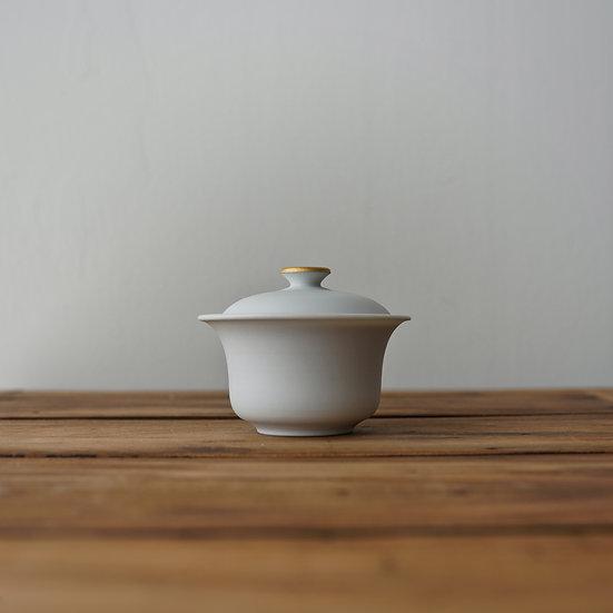 小林千恵 白磁金彩蓋碗13   White porcelain gaiwan by Chie Kobayashi