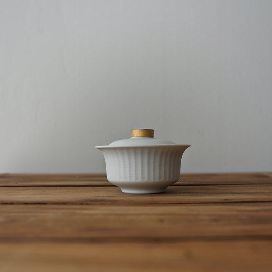 小林千恵 白磁金彩蓋碗10 | White porcelain gaiwan by Chie Kobayashi
