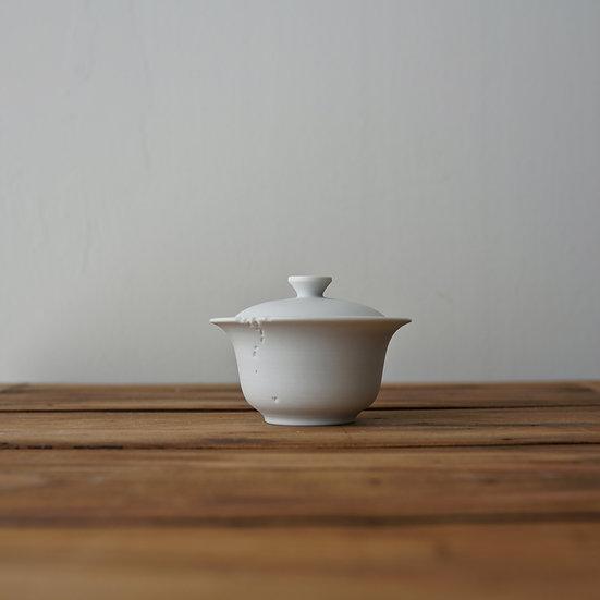 小林千恵 白磁虫食い蓋碗02 | White porcelain gaiwan by Chie Kobayashi