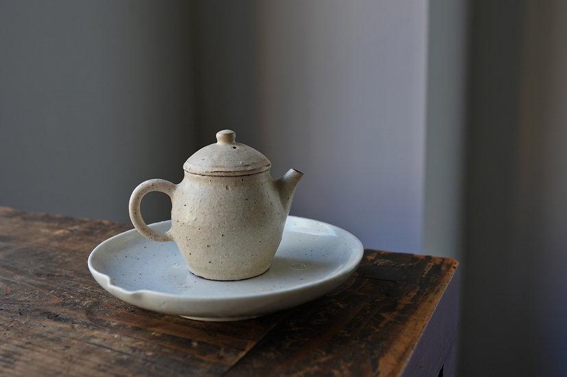 Teapot 03 by Baokun Sun   孫宝坤 白釉茶壺03