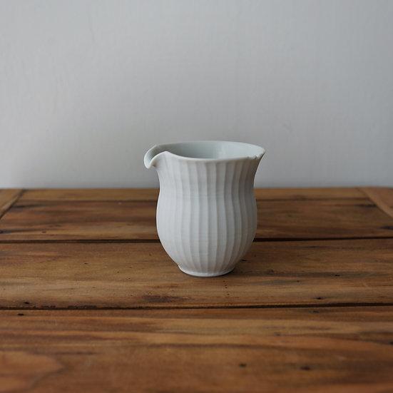 小林千恵 白磁ギザギザ茶海09 | White porcelain tea pitcher by Chie Kobayashi