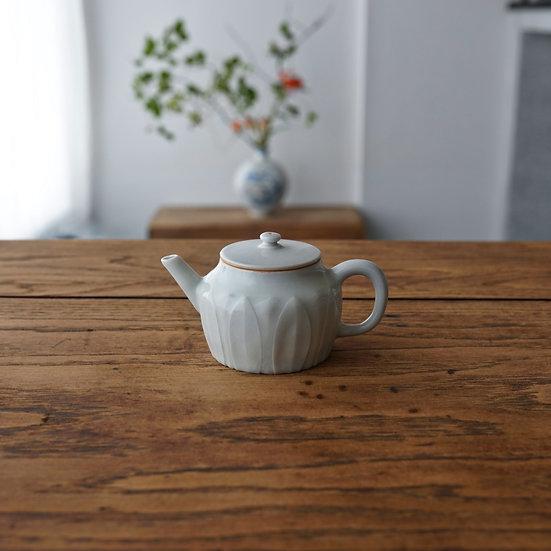 白瓷蓮弁紋茶壺B02 teapot