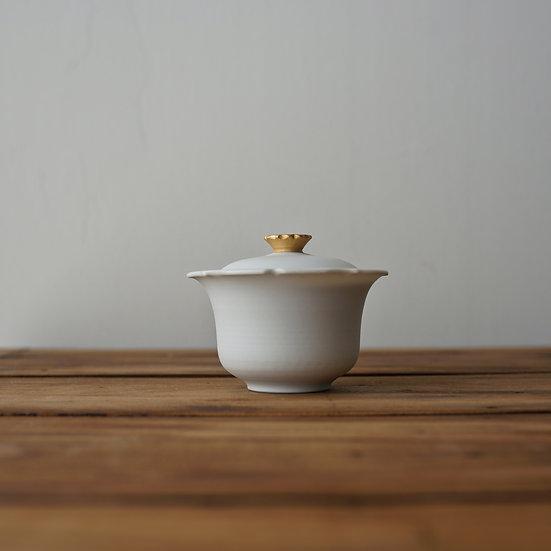 小林千恵 白磁金彩蓋碗02 | White porcelain gaiwan by Chie Kobayashi