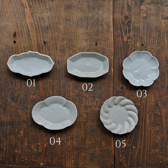 竹下努 青白磁豆皿 | Bluish white porcelain small dish by Tsutomu Takeshita