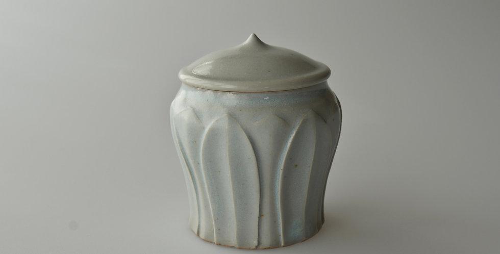 白瓷蓮弁紋茶倉06 tea container