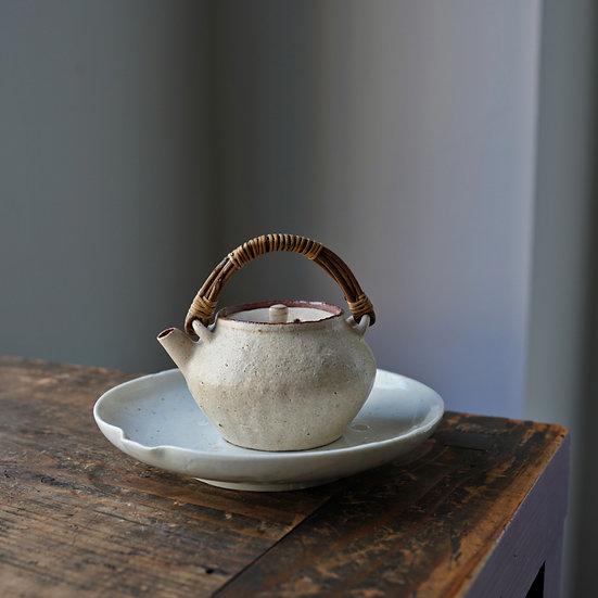 Teapot 13 by Baokun Sun | 孫宝坤 白釉茶壺13