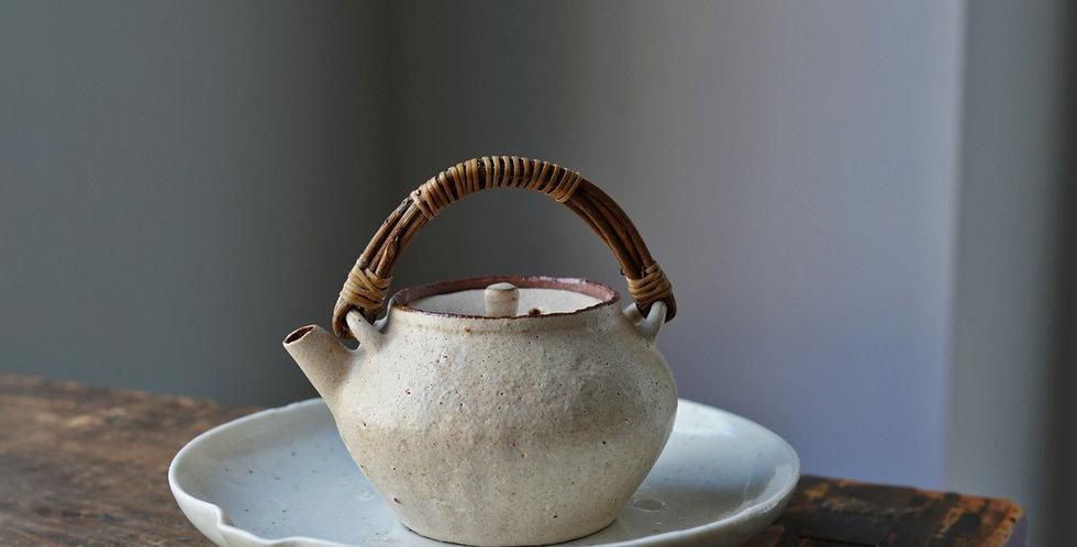 Teapot 13 by Baokun Sun   孫宝坤 白釉茶壺13