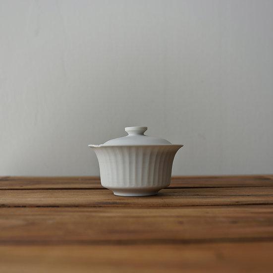 小林千恵 白磁ギザギザ蓋碗04   White porcelain gaiwan by Chie Kobayashi