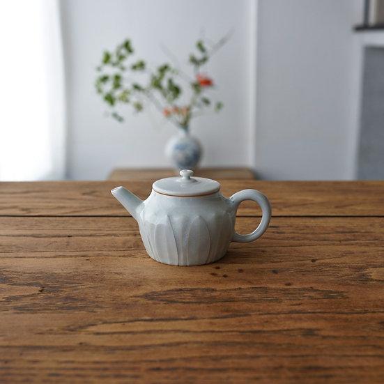 白瓷蓮弁紋茶壺B03 teapot