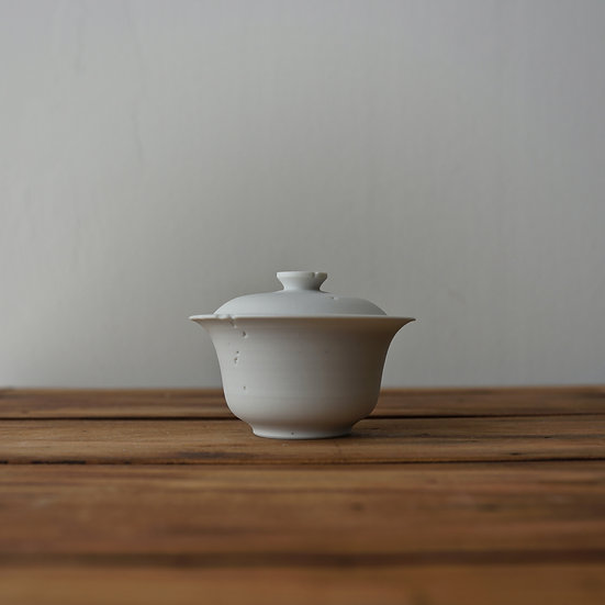 小林千恵 白磁虫食い蓋碗01 | White porcelain gaiwan by Chie Kobayashi