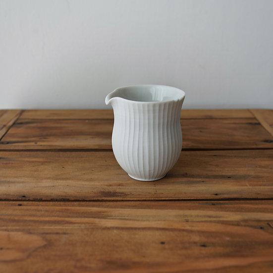 小林千恵 白磁ギザギザ茶海15 | White porcelain tea pitcher by Chie Kobayashi