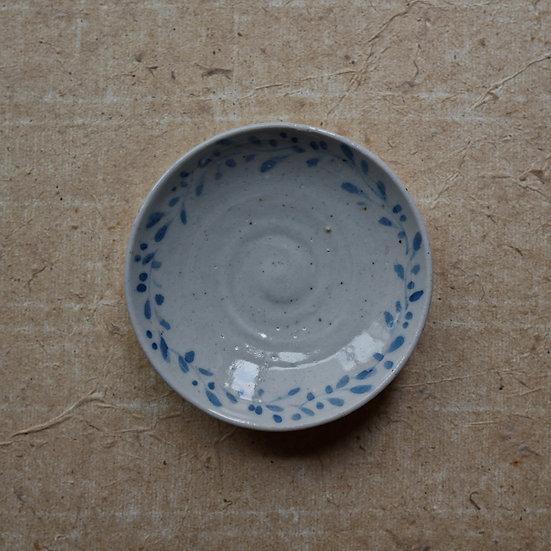 White porcelain dish 03 by Tomoya Numata | 沼田智也 白磁三寸皿 03
