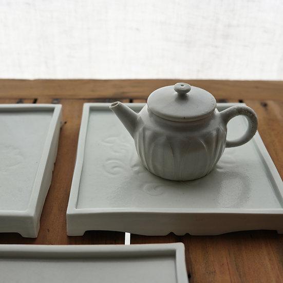 白瓷刻花台皿 tea plate