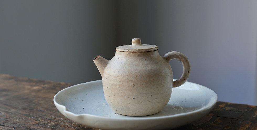 Teapot 08 by Baokun Sun   孫宝坤 白釉茶壺08