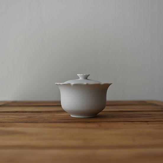 小林千恵 白磁輪花蓋碗02 | White porcelain gaiwan by Chie Kobayashi