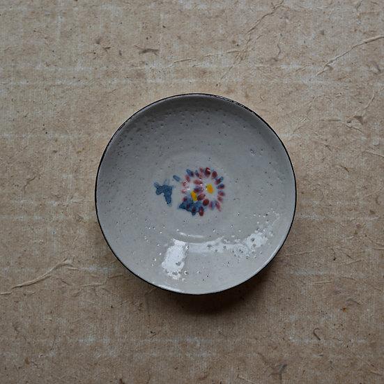 White porcelain dish 05 by Tomoya Numata | 沼田智也 白磁三寸皿 05