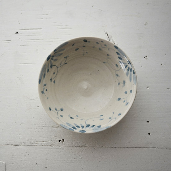 Chinese flower pattern porcelain bowl | 沼田智也 花唐草文4寸小鉢