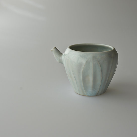 白瓷蓮弁紋茶海02 tea pitcher