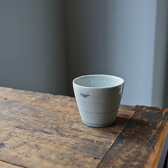 White porcelain cup 20 by Tomoya Numata | 沼田智也 白磁猪口20