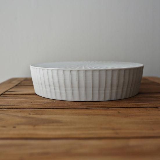 小林千恵 白磁ギザギザ台皿02   White porcelain tea plate by Chie Kobayashi