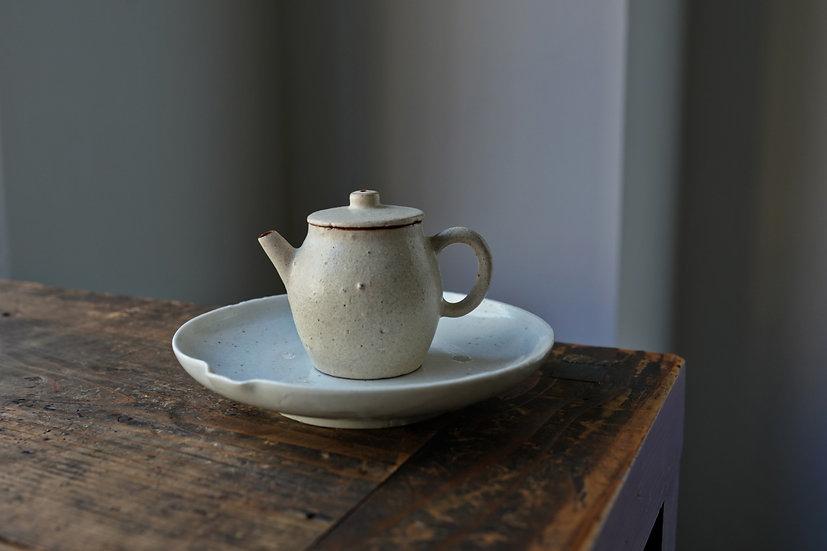 Teapot 04 by Baokun Sun   孫宝坤 白釉茶壺04