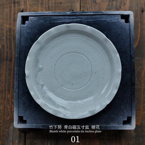 竹下努 青白磁稜花五寸皿   Bluish white porcelain six inches plate Tsutomu Takeshita