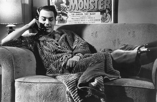 ed-wood-1994-002-johnny-depp-sofa-00m-x3