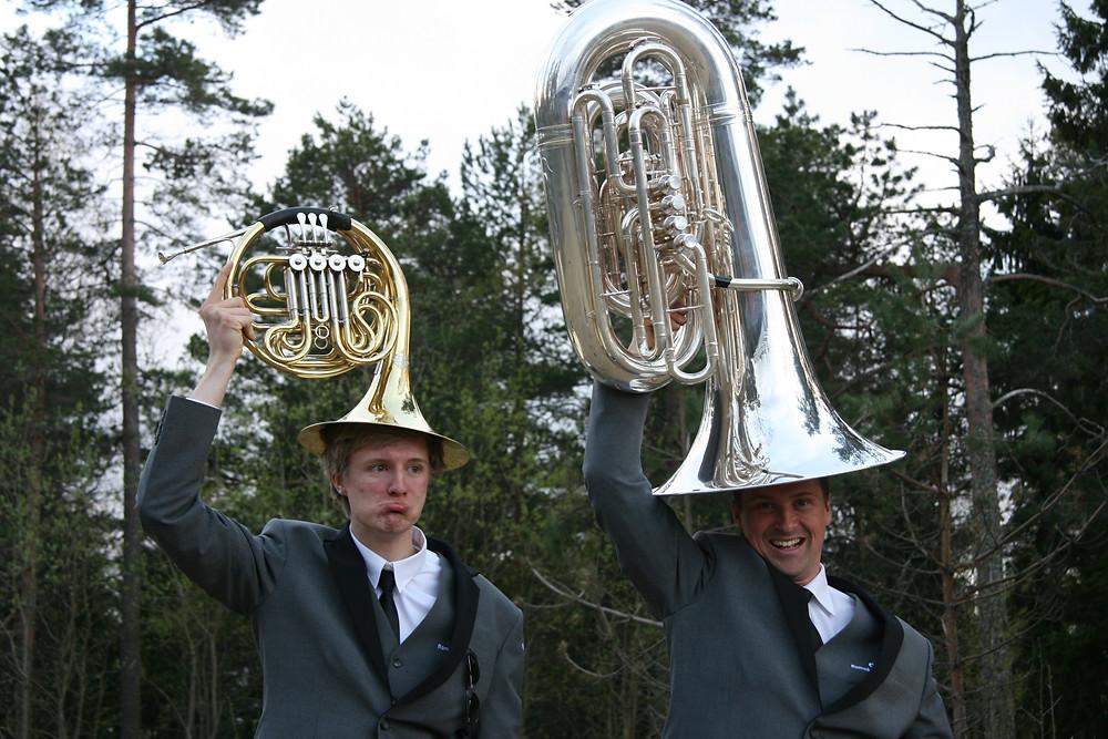 Romsås Janitsjar sin nye uniform. Hva ville vi gjort uten RJ-hatten? Horn og Tuba