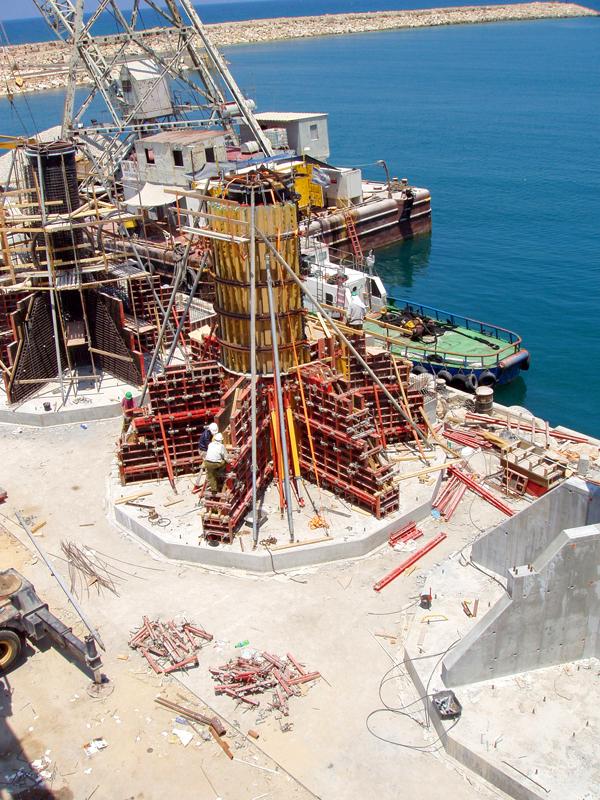 ביצוע בניית מגדל להטפלת מי ים