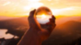 ball_glass_hand_124463_2048x1152.jpg