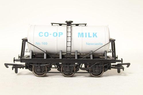 Dapol B654 'Co-op' 6 Wheel Milk Tanker Wagon T6