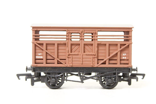 Mainline 37-143 BR Brown Cattle Wagon M18