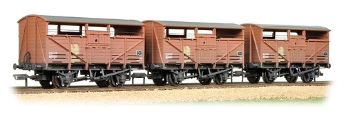 Bachmann 37-716 8T Cattle Wagons Weathered (x3) OO 1/76 (O21)