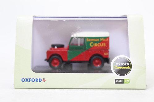"Oxford Land Rover 88"" Hard Top 'Bertram Mills' U8"