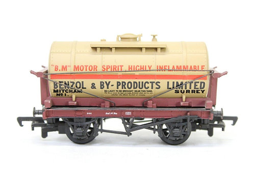 Mainline 37-146 Oil Tank Wagon 'Benzol' E8
