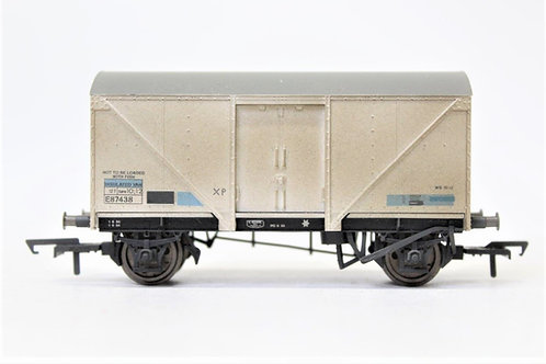Hornby R6762 12T Insulated Van Wagon Weathered OO (Q18)