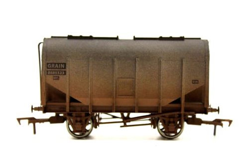 Dapol Closed Hopper Grain Wagon OO Gauge Q5