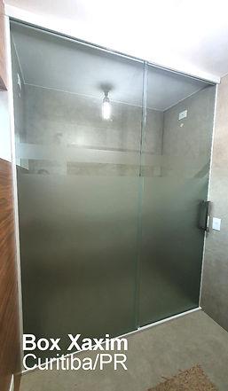 box para banheiro vidro incolor pelicula adesiva jateado com perfil trilho quadrado branco ate o teto curitiba