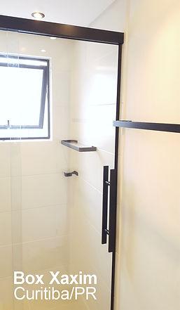box para banheiro vidro incolor com perfil trilho quadrado preto e puxador tubular preto curitiba
