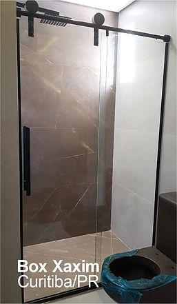box para banheiro vidro incolor pelicula adesiva jateado com roldanas aparentes preto modelo elegance preto curitiba