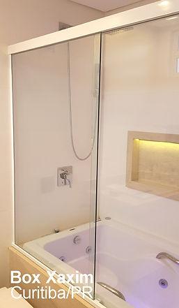box para banheiro vidro incolor com perfil trilho quadrado branco sobre banheira curitiba