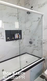 box vidro temperado em cima de banheira incolor com perfil trilho redondo branco curitiba